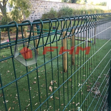 PVC Coated BRC fence Triangle bending For Garden