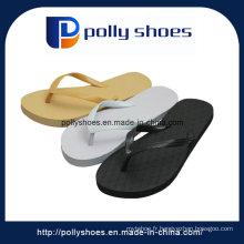Glissière en caoutchouc sur des pantoufles de sandale