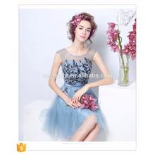 Vestidos de dama de honor de organza azul claro de longitud de la rodilla Vestido de fiesta corto por encargo más tamaño