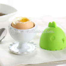 Fabriqué en porcelaine cadeau promotionnel des coquetiers en céramique avec couvercle en silicone reste-chaud