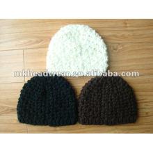 Chapeau tricoté en machine à la mode