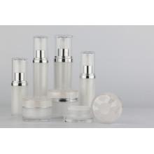 Acryl Set Flaschen für die Hautpflege