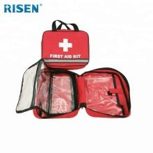 Kit médico de primeiros socorros preparado com faixa reflexiva para carro
