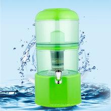 Кастрюля с минеральной водой зеленого цвета на 20 л