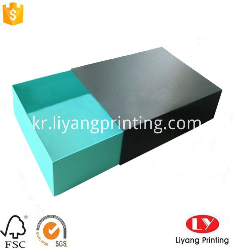 T-shirt paper packaging box