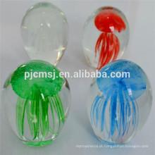 Bola de cristal barata com medusa dentro para presentes de feriado ou lembrança