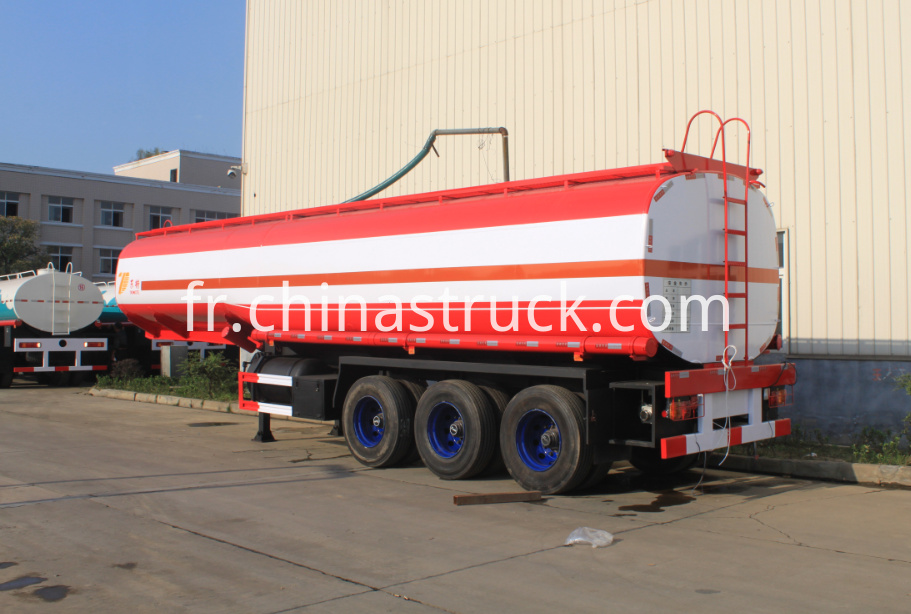Thr axle fuel tank semi-trailer