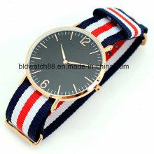 Ouro de relógio de faixa de nylon magro das senhoras de aço inoxidável