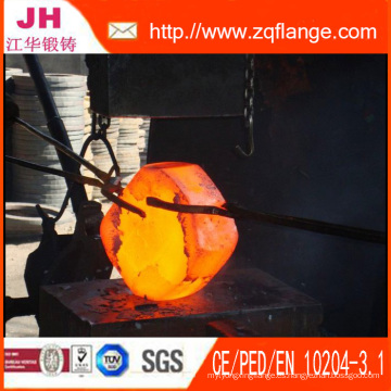 La brida y el material de acero forjados es A105 / Q235 / Ss400 / Ss41 / St37.2 / 304L / 316L