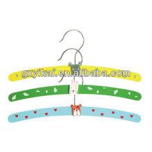 Heißes Verkaufskinderkleidungs-Aufhängerporzellan mit guter Qualität