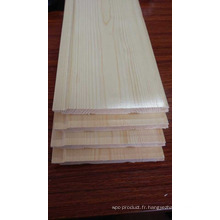 Revêtement en bois de couleur claire pour sauna en cèdre rouge