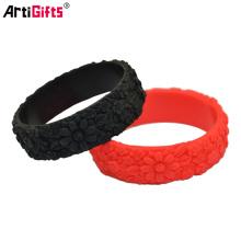 Le bracelet à la mode de silicone de conception à la mode en vrac de logo adapté aux besoins du client gravent
