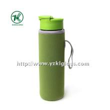 Стеклянная бутылка с крышкой из полипропиленового неопрена с наружным чехлом,