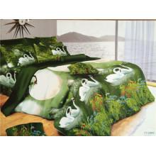 """Пара белых лебедей, отдыхающих в темно-зеленых озерах, проектирует кровать размера """"queen size"""""""