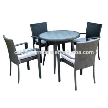 Mobília do pátio de 5 PC que janta a tabela do rattan do grupo com inserção de madeira plástica