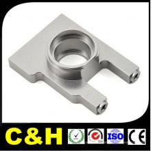 Rotation de pièce de usinage en aluminium faite sur commande, fraisage, processus de meulage