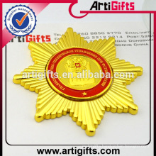 Wholesale souvenir metal plating gold badge with hook