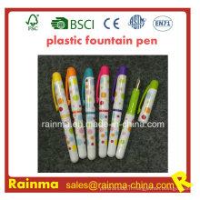 Stylo plume en plastique de couleur avec la belle couleur