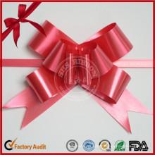 Papillon rouge tire des arcs pour des décorations