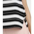 Lady blusas de rayas horizontales en verano