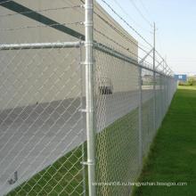 Загородка звена цепи для защиты двери