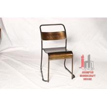 Chaise de salle à manger en métal