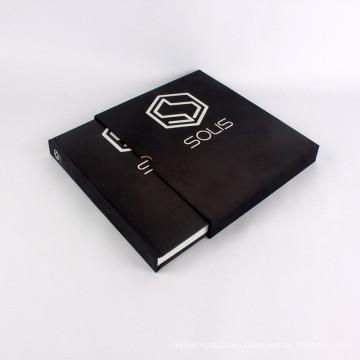 Libro de tapa dura de tela negra con caja de cartón