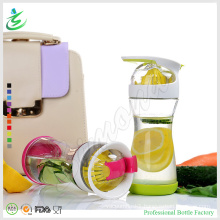 20oz High Quality Glass Bottle with Lemon Juicer Infuser (IB-M4)