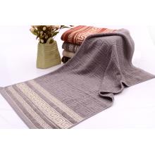 Серые полотенца с Гомоцентрические квадраты тиснением