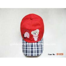 Разноцветная дешевая шляпка-шлем
