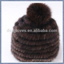 Kaffee-Nerz-Pelz-Kappe mit einem festen Sphären