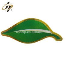 Reputación confiable personalizada metal diseño promocional oro barato hoja verde personalizado pin solapa