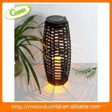 Lanterne solaire avec rotin en PVC