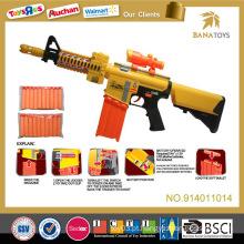 A criança quente da venda brinca a arma macia da bala do brinquedo do injetor do ar