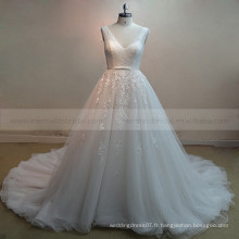 Superbe col en V sans manches Long train Shinning Beads Robes de mariée en dentelle avec train long