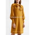 Neue Mode Pussy-Bogen Langarm Senf Sommer Tägliche Minikleid Herstellung Großhandel Mode Frauen Bekleidung (TA0003D)