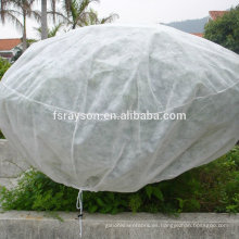Las verduras no tejidas cubren las bolsas para cubrir las uvas