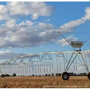 Riego agrícola de pivote central con tracción en las ruedas