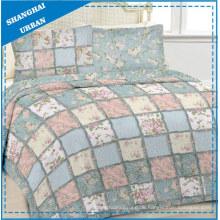 Patchwork-Steppdecke aus Baumwolle mit Blumenmuster