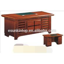 Небольшой деревянный письменный стол