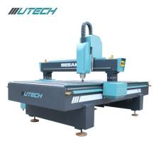 Holzbearbeitungsmaschine CNC-Fräser in der Möbelmaschinerie