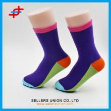 2015 La Chine a fait des chaussettes de sport colorées pour jeunes garçons en gros