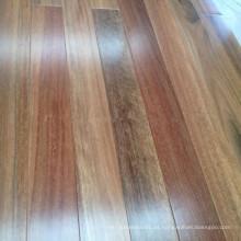 Suelo de madera de goma manchada sólida