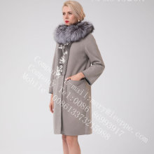 Cappotto di shearling merino con cappuccio Lady Spain in inverno