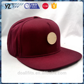 simple metal badge 5 panel burgundy snapback cap