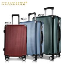 3 peças coloridas de malas de viagem