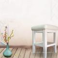 Деревянная косметическая табуретка Master используется для салона красоты