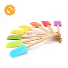 Outils de cuisson de qualité et quantité assurée 8pcs Spatule en silicone coloré avec manche en bois