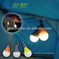 Intérieur à l'extérieur à l'aide d'une lampe LED alimentée par batterie