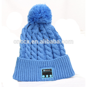 PK18ST023 latest design fashion knitting women pompom beanie with wireless earphone